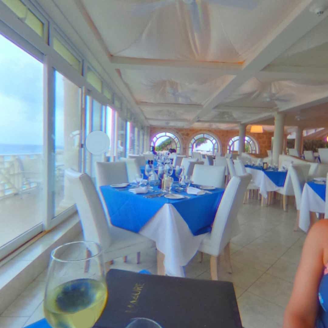 L'Azure Restaurant Inside